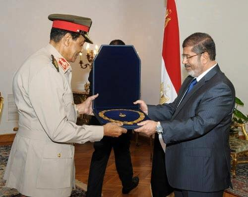 myth_moursi_awrded_the_military_chief1